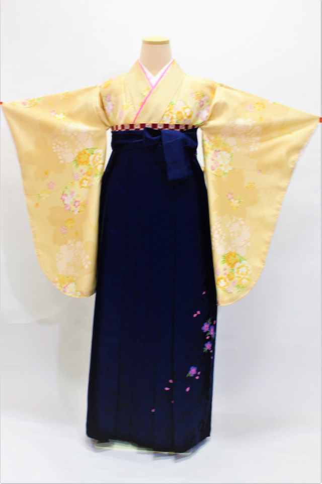 出張着付け芦屋の袴レンタル ベージュ地に花の二尺袖着物