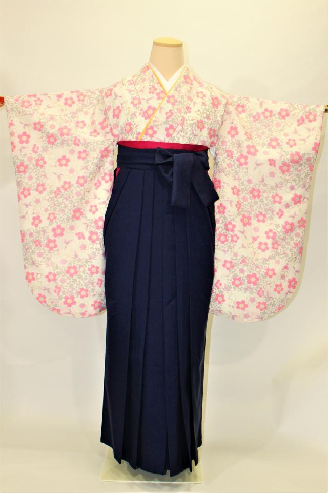 出張着付け西宮の1 白地に桜と兎の二尺袖着物