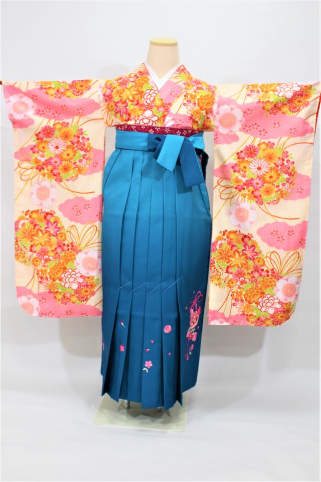 芦屋出張着付けの2 クリーム地に花薬玉の二尺袖着物