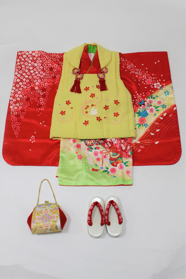 出張着付け西宮の着物レンタル 赤地に桜の被布